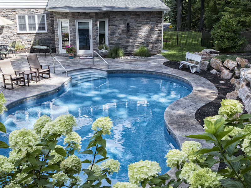 Vinyl Lined Pool with Curved Edges