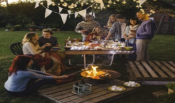 Heat Up Your Backyard: 5 Ways to Entertain Your Guests Outdoors This Winter